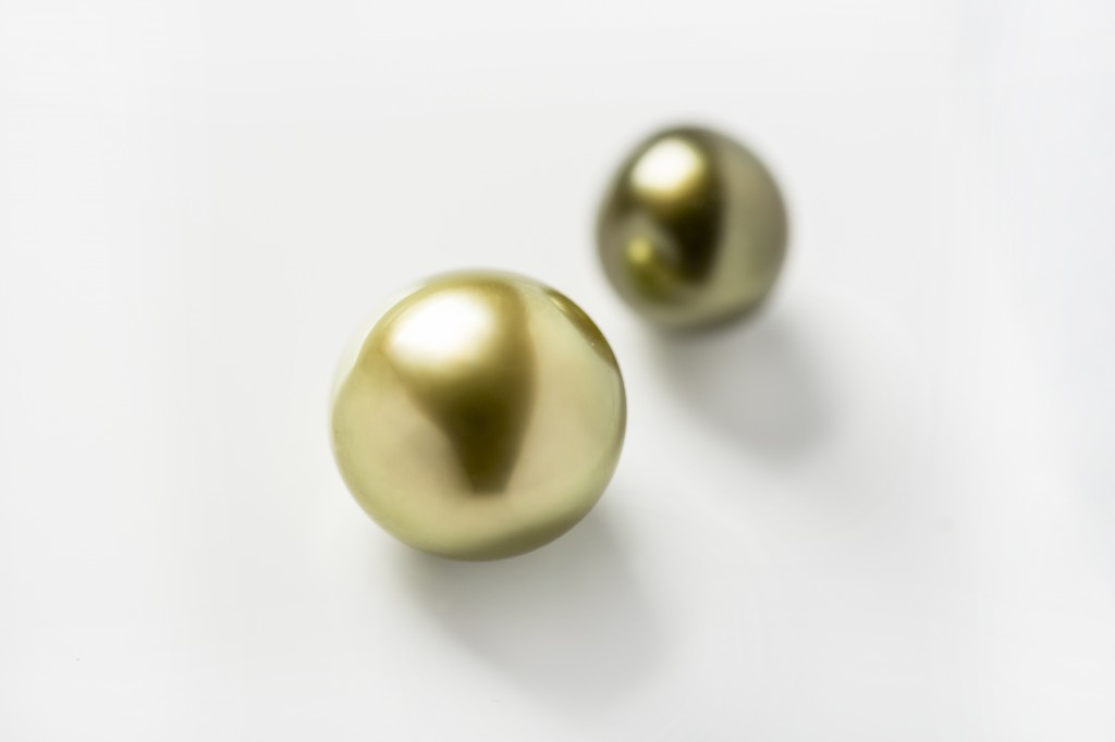 Gorgious green pearls - Green tahitian pearls from the Zylana collection